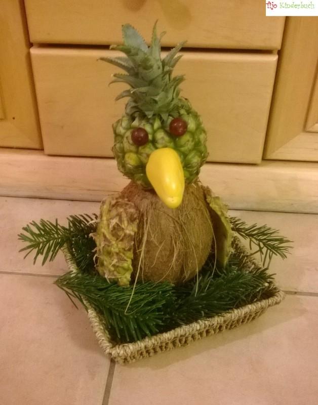 Paradisvogel aus Früchten